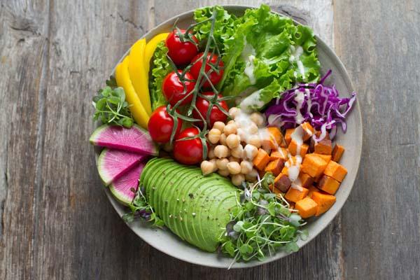 Ein gewisser Lebensstil kann einen Mehrbedarf an Vitamin A bedeuten