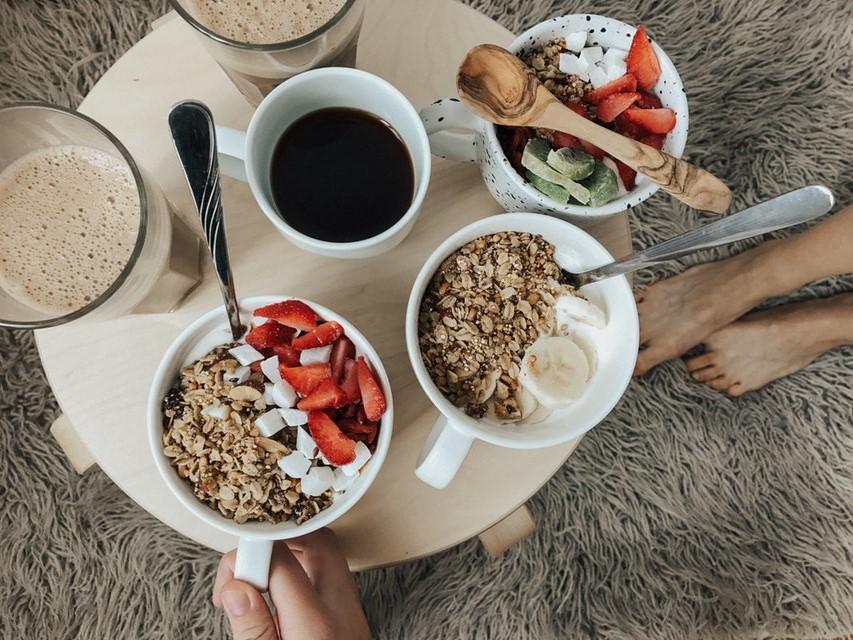 Frühstücke in der Weihnachtszeit ausgiebig
