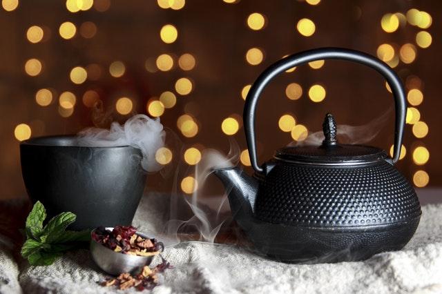 Trinke viel Tee während der Weihnachtszeit