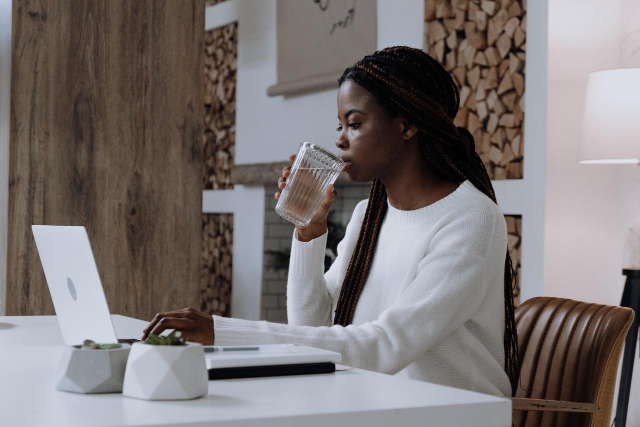Erinnere dich zu trinken - careletics Wassermangel löst Stressreaktionen aus - careletics